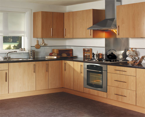 Beautiful traditional kitchens in peterborough abbeywood for Coloured kitchen units uk